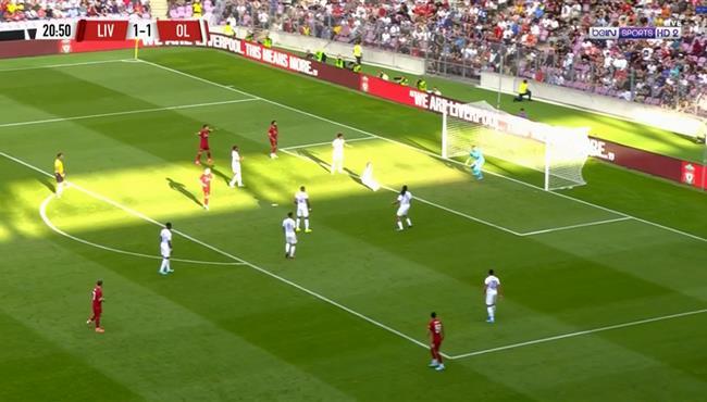لاعب ليون يسجل هدف بالخطأ في مرماه لصالح ليفربول