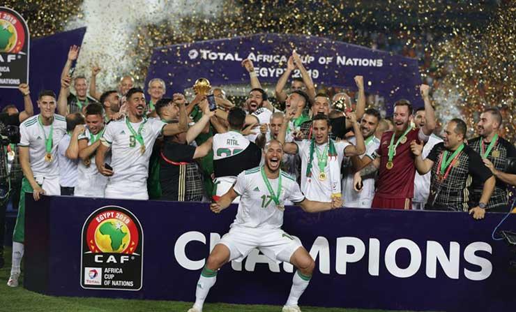 كأس أمم أفريقيا – فيديو مراسم تتويج المنتخب الجزائري بالفوز