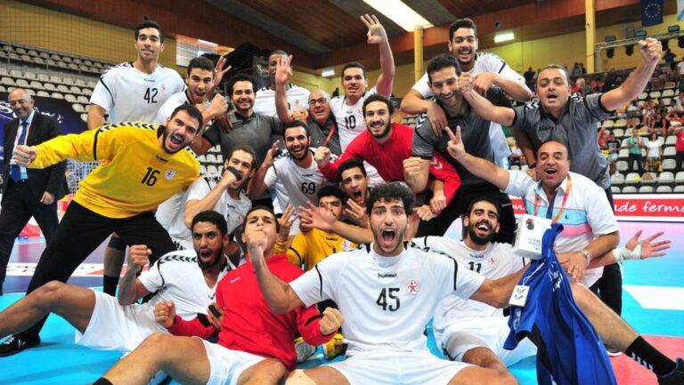 تتويج مصر بلقب كاس العالم لكرة اليد و السيسي يهنى اللاعبين شاهد بالفيديو