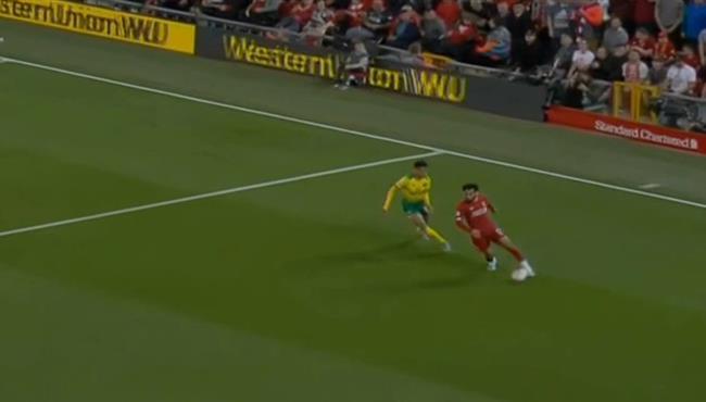 فيديو تمريرة رائعة بالكعب من محمد صلاح في مباراة ليفربول ونوريتش سيتي
