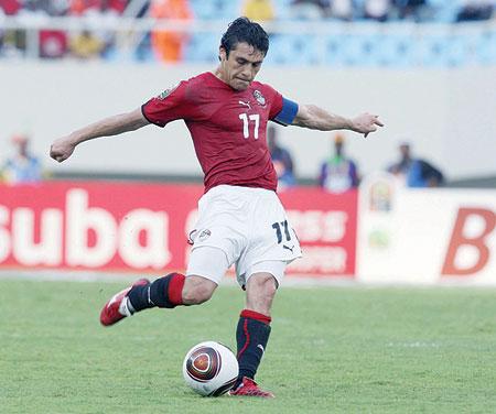 المصري احمد حسن اكثر اللاعبين تمثيلا للمنتخبات يليهم الدعيع شاهد القائمة