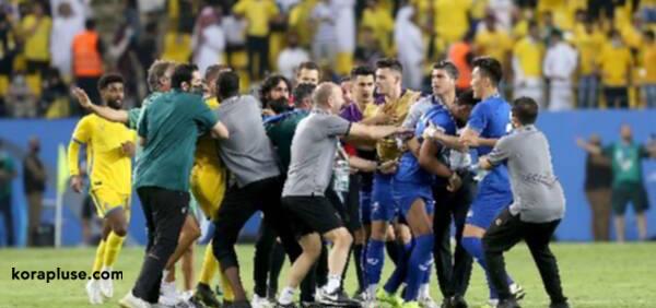 شاهد بالفيديو اشتباكات لاعبي النصر والهلال في نصف نهائي دوري ابطال اسيا