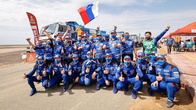 """فريق """"كاماز ماستر"""" الروسي يهيمن على منصة التتويج في رالي دكار 2021 للشاحنات"""